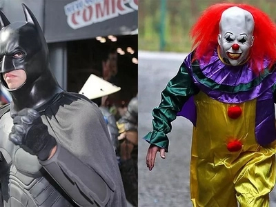 Guy Dressed As Batman Is Protecting People From Creepy Clowns