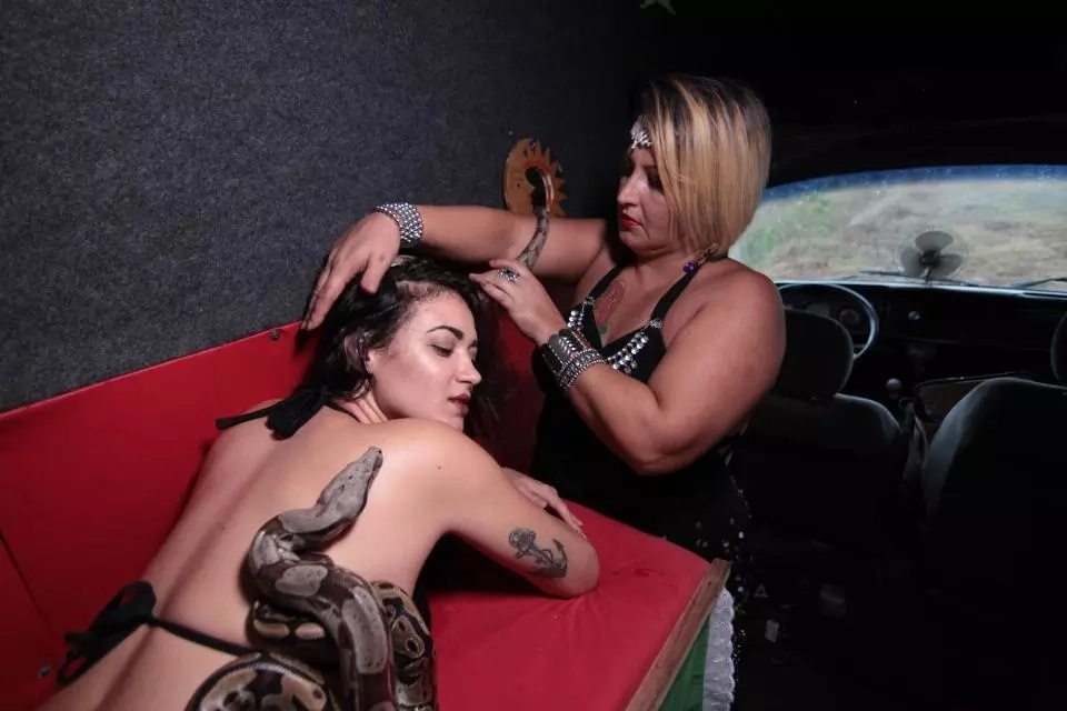 Massage therapist uses pythons and boa constrictors to massage clients