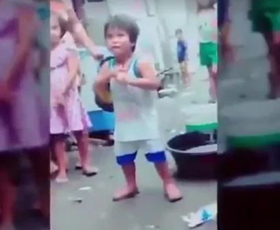 Cute kid dancing #Budots caught on video, went viral