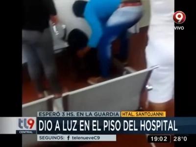 Tuvo que dar a luz en el piso porque esperó 4 horas para ser atendida en un hospital de San Juan