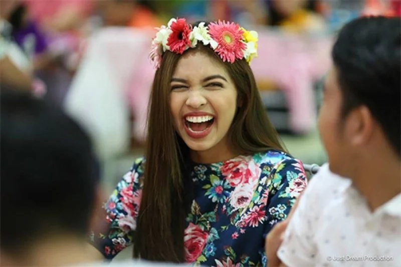 "Maine Mendoza's Reaction to her Bashers: ""Alam mo, minsan, yun ang nila-lunch ko: the bashers and the haters."""