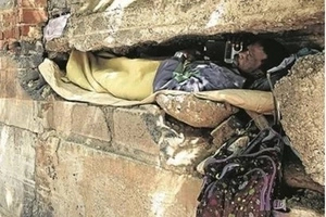 See man, aged 45, who literally lives in HOLE of the wall (photos)