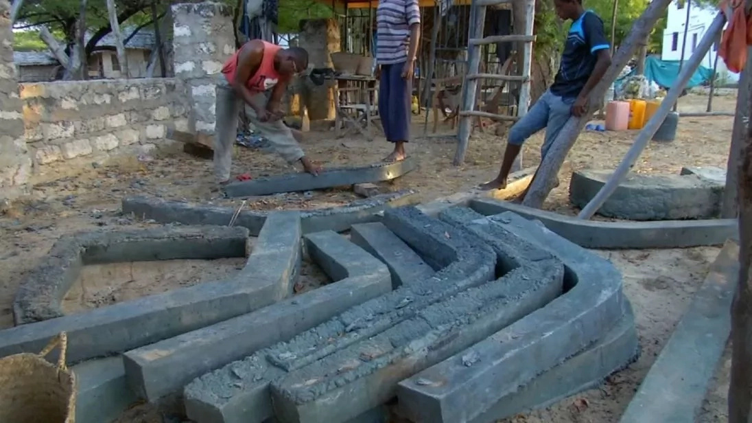 From bottles to boats! Kenyan craftsmen turn plastic wastes into fishing and transport vessels