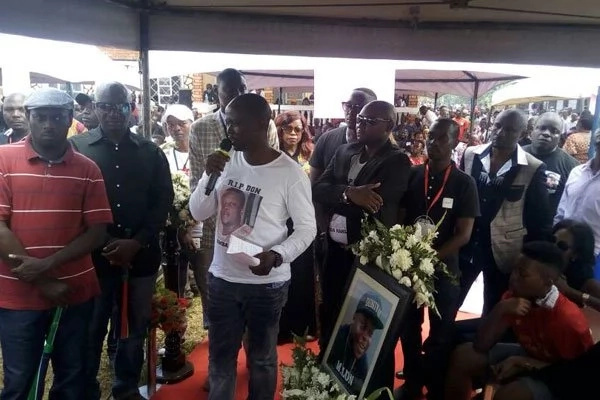 Money thrown in grave as Zari's billionaire ex-husband is laid to rest (Photos)
