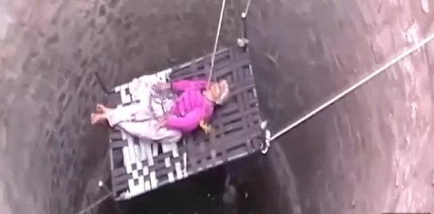 Teenage boys risk their lives, jump into a 20m WELL to save life of an elderly woman (photos, video)
