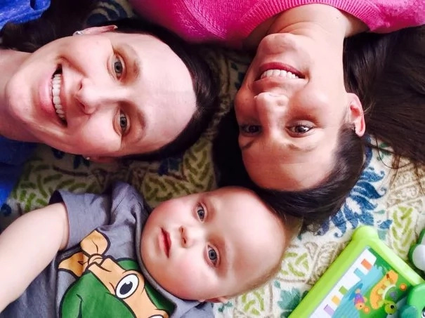 Mamá rogó a Facebook salvar a su hijo, y no creerás lo que un desconocido le ofreció