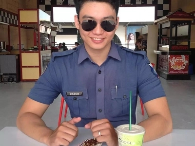 Netizens hearts were captured by this handsome police officer from Mandaluyong and they wanted to be arrested by him!
