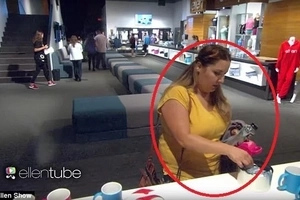 Caught on camera! Ellen DeGeneres called out attention of audience stealing from the merchandise table!