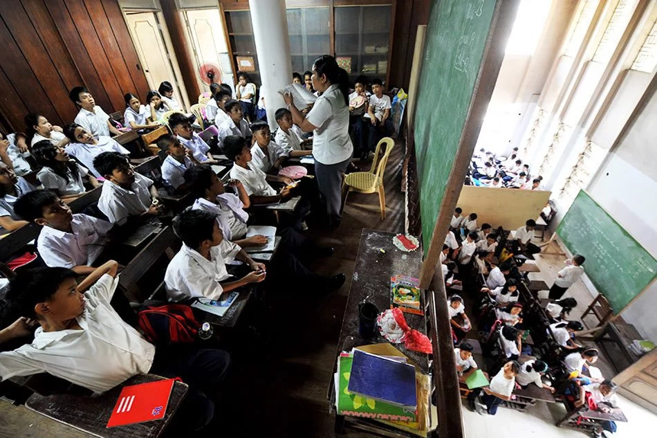 House bill gives public school teachers P15,000 wage increase