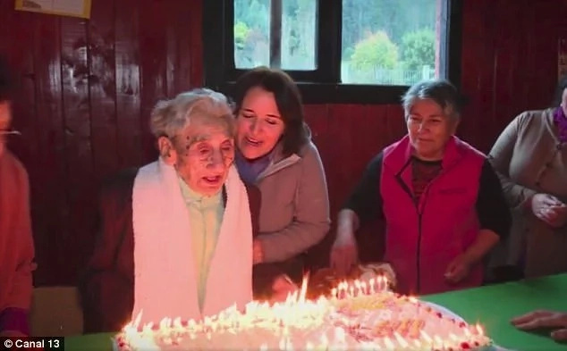 At 121 years old, he is four years older than the current officially recognized world's oldest person. Photo: Canal 13