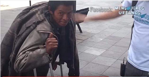 Este indigente dio una lección sobre el dinero