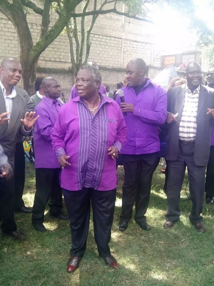 Uhuru is a weak leader for failing to name cabinet-Francis Atwoli
