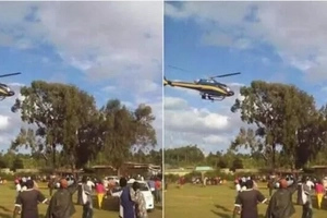 Another man in Ukambani hangs on a helicopter as it takes off (video)
