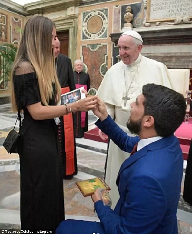 The special moment Ramirez popped the question. Photo: Instagram/TeatroLaCelala