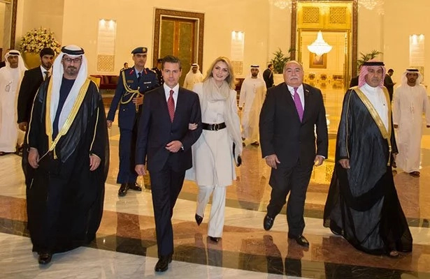 Jeque árabe ofrece 100 camellos y cientos de miles de barriles de petróleo con tal de que le entreguen a esta primera dama