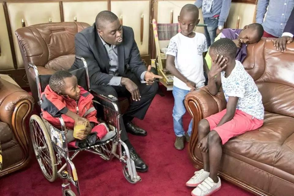 Seneta Johnson Sakaja atimiza ahadi yake kwa vijana wa kipekee Nairobi