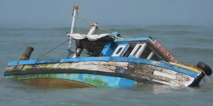 14 dead after boat capsizes
