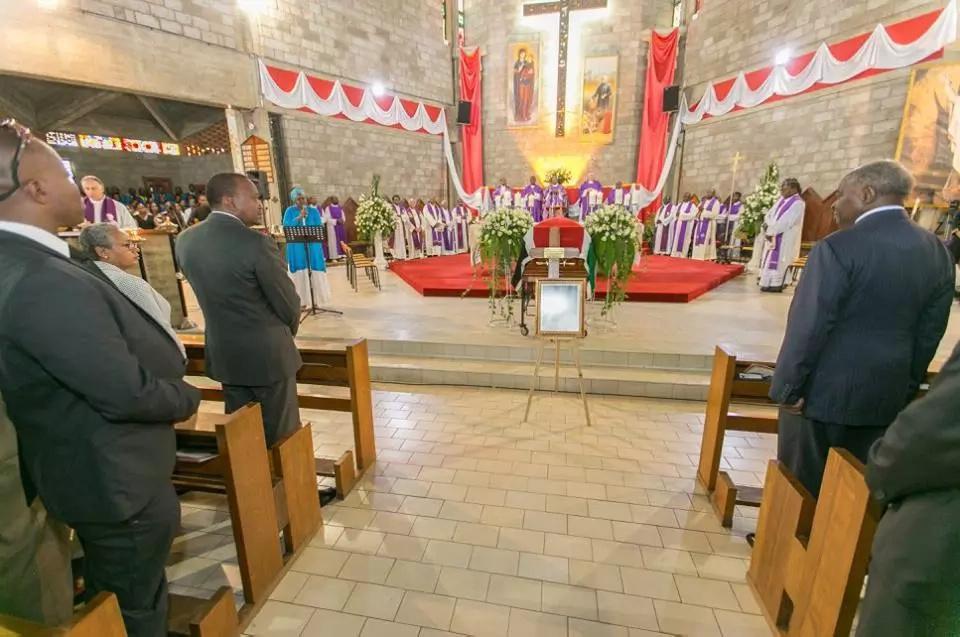Uhuru pays last respect to Lucy Kibaki