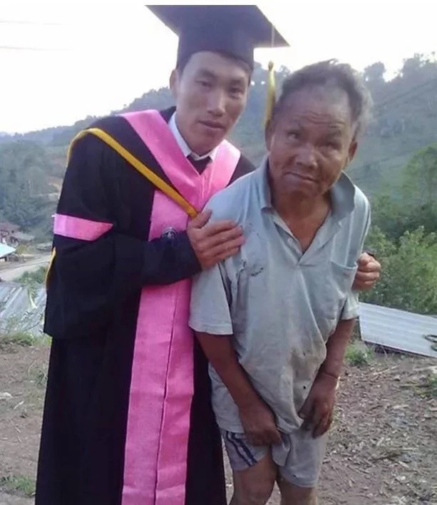 The young graduate and his father. Photo: Kami.com.ph