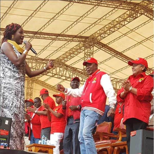President Uhuru has a blast with Kenyan musicians at party