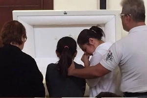 Grieving Judy Ann and family pay last respects to their beloved Nanay Binay