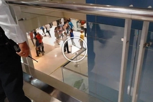 OMG! Nakakatakot naman! Teen girl leaps to death at SM Megamall