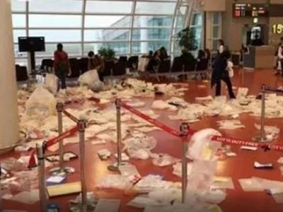 Mga walang modo! Unruly Chinese tourists turn Korean airport into one huge trash bin!