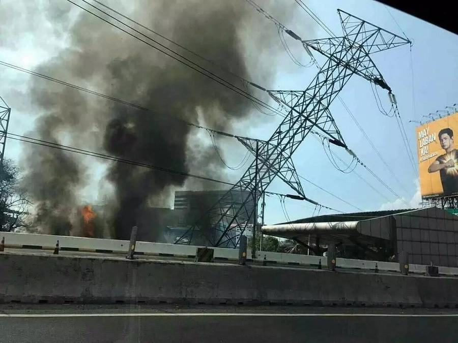 Heavy Traffic Caused At SLEx By Muntinlupa Fire