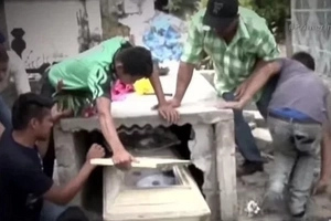 Friends Of Young Girl Who Died Look At The Coffin And Realize That She Isn't Alone Inside