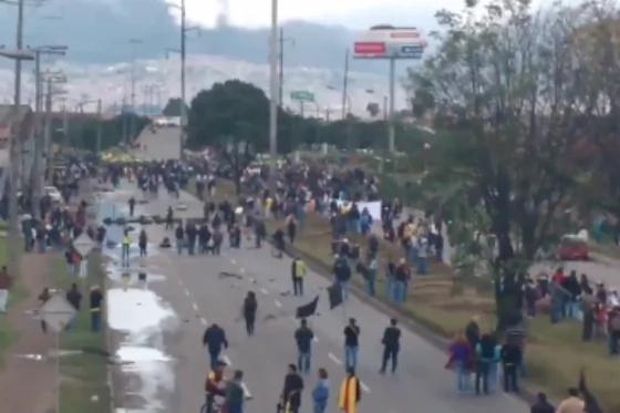 Camioneros protagonizaron enfrentamientos con el Esmad