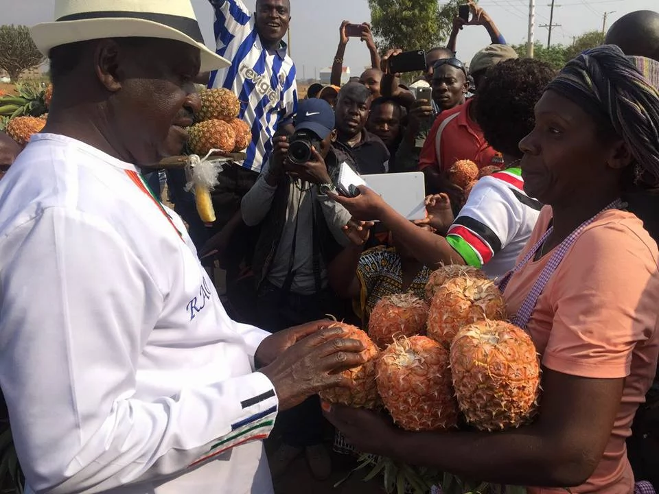 Secret photos show the sweet thing Raila did in Thika before being booed
