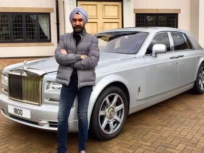 Kila kilemba na Rolls Royce yake, huyu ndiye anajua maana ya kuishi
