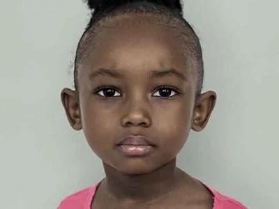 3 niñas raquíticas halladas en casa abandonada - luego los rescatistas se enteran de que es su cumpleaños