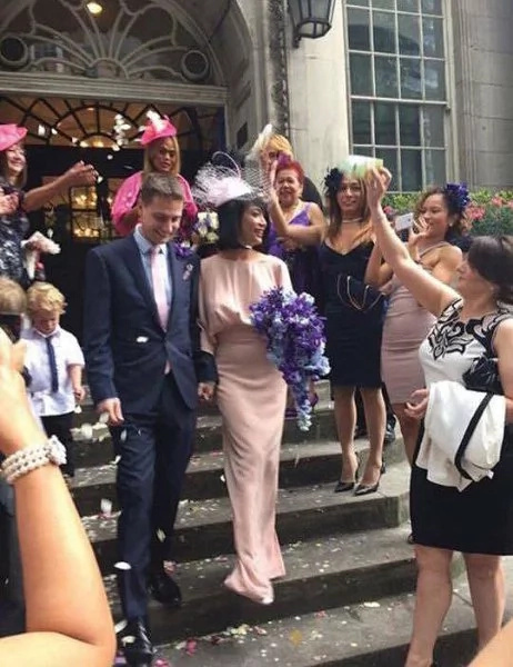 Comedian Ate Glow marries British bf