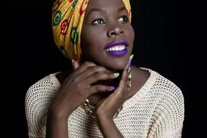 Watch how this lady uses head wraps with BEAUTIFUL results -and good business (photos)