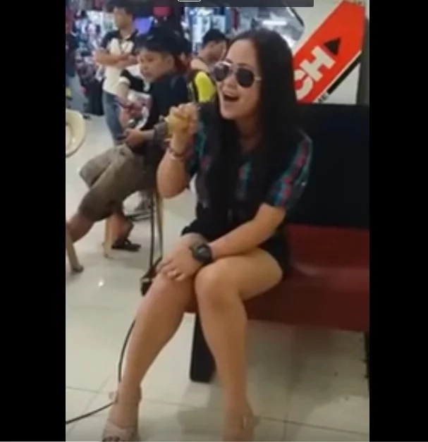 Woman singing in a mall went viral after netizens lauded her powerful song cover