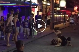 Desperado sila ate! 2 Pinay prostitutes get into wild brawl over potential American customer in Pampanga
