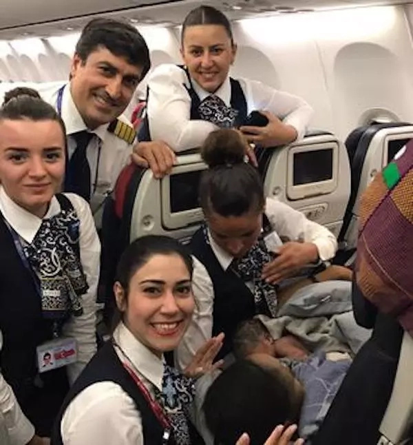 Flight cabin crew deliver baby mid-flight, 12,800 meter above the ground (photos)
