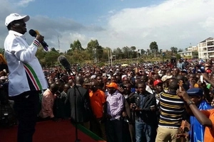 AMAZING! Raila does the unthinkable to a granny who shouted his name during Bomet rally (video)