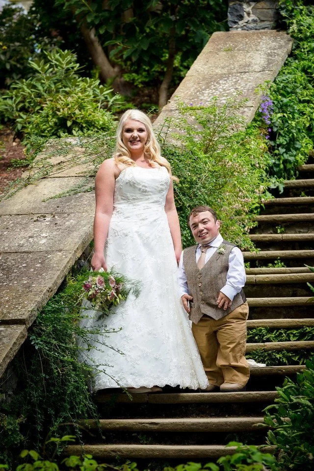 A stepladder was specially-made for this 3ft 7ins groom so he could kiss the bride
