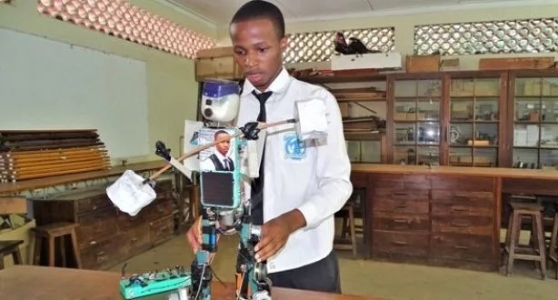 This talented teenager built solar-powered robot (photos)