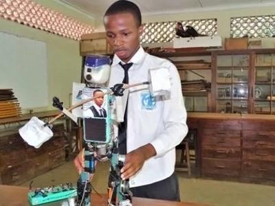 GENIUS BOY! Teenager built solar-powered robot (photos)