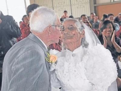 ¡El amor no tiene edad! Abuelos de 90 años se casan luego de 15 años de noviazgo