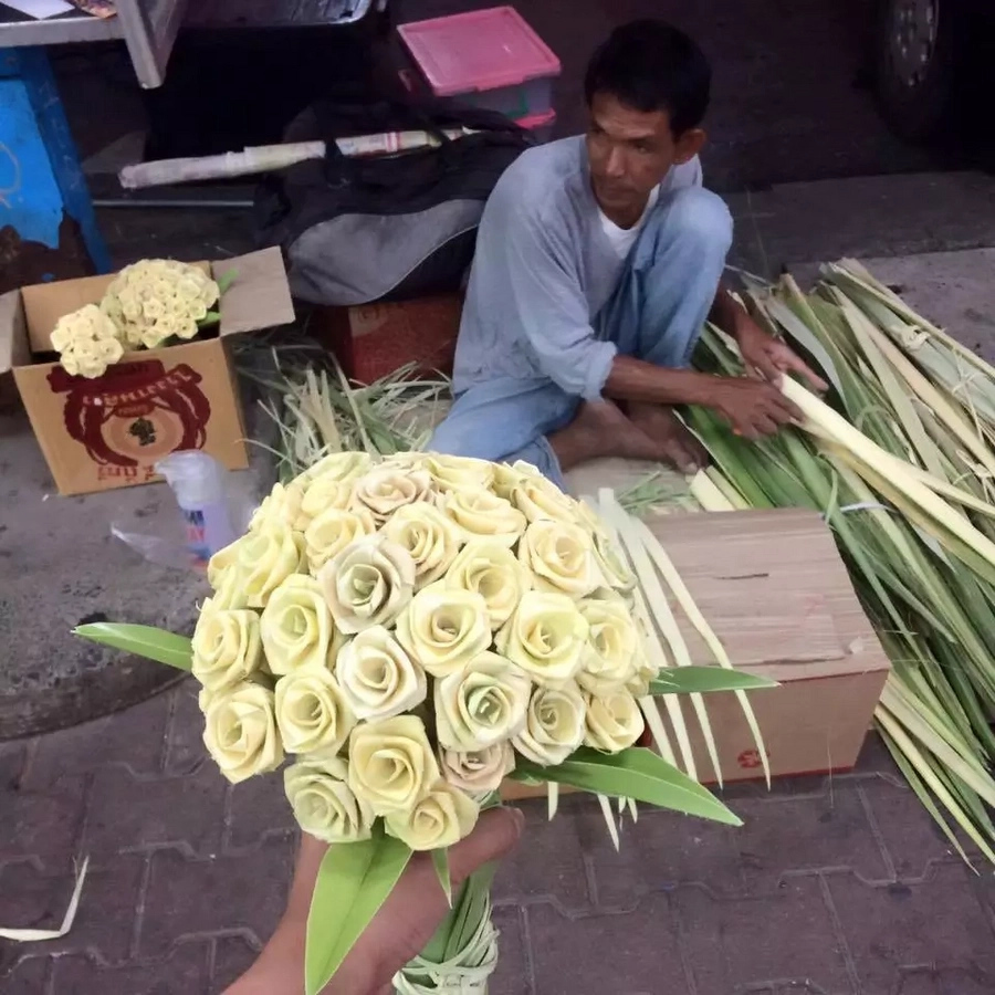 Pinoy artist shares bouquet of roses made of coconut leaves