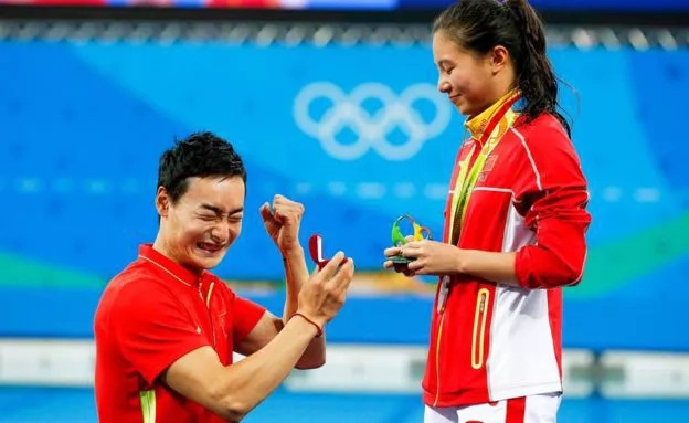 PHOTOS: Guy proposes to his girlfriend at the Rio Olympics