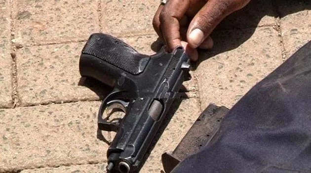 Police officer shoots dead girlfriend, fails to kill himself
