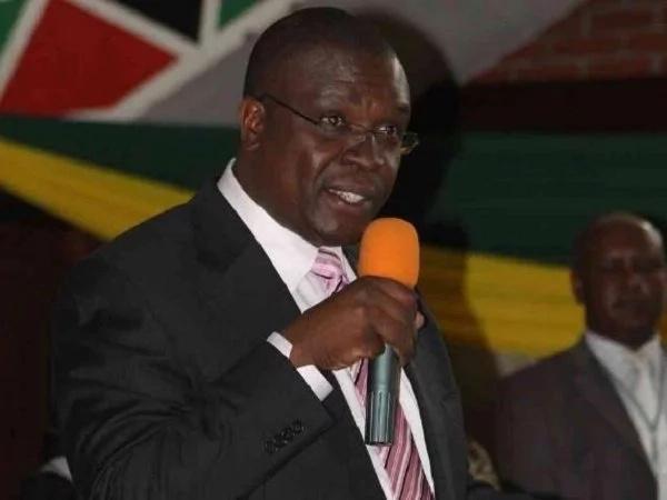Kidero and his team remove Jubilee politician's Billboard in Nairobi