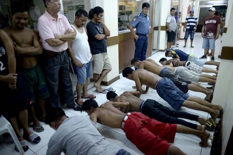 Las Piñas' Oplan RODY penalizes nabbed drinkers with push-ups