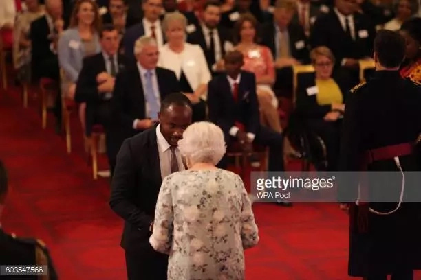 Towett Ngetich receiving his award. Photo: Getty Images