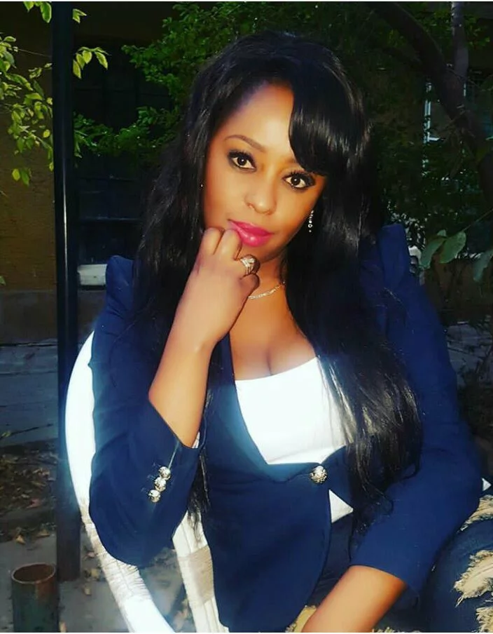 7 photos of Lillian Muli hiding her knuckles